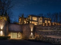 Cette maison de rêve comprenant 8 garages est à vendre (PHOTOS)