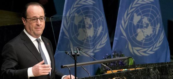 Hollande signe le premier l'accord de Paris sur le climat