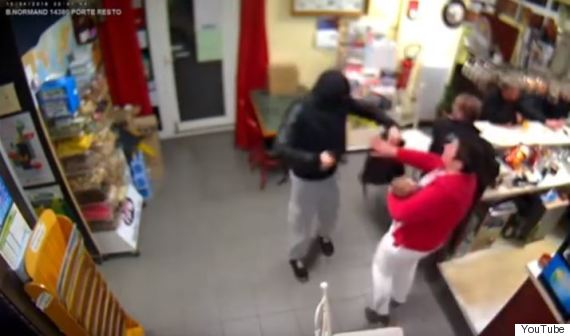 woman fights armed robber