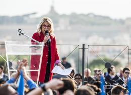 Rita Dalla Chiesa difende i gay, ai fischi rispondiamo con il Colosseo arcobaleno