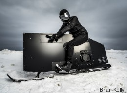 Cette motoneige futuriste en jette