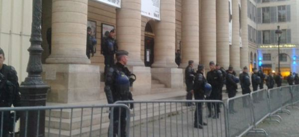 La police évacue le théâtre de l'Odéon de Paris, occupé par des intermittents