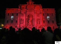 À Rome, la Fontaine de Trevi en rouge pour symboliser le sang des chrétiens persécutés (PHOTOS)