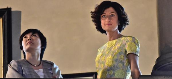Agnese, elegante in avorio e giallo, fa da Cicerone a Firenze alla first lady giapponese