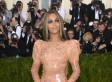 Seul le latex peut faire ressortir les formes de Beyoncé de cette façon