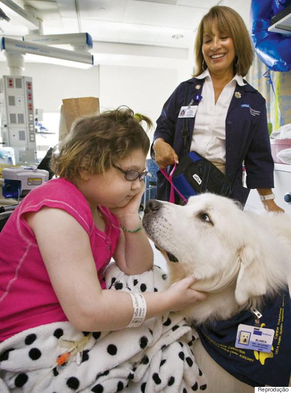 criança cachorro hospital