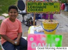 養子縁組を助けるために... レモネードを売り続ける少年に起きた奇跡