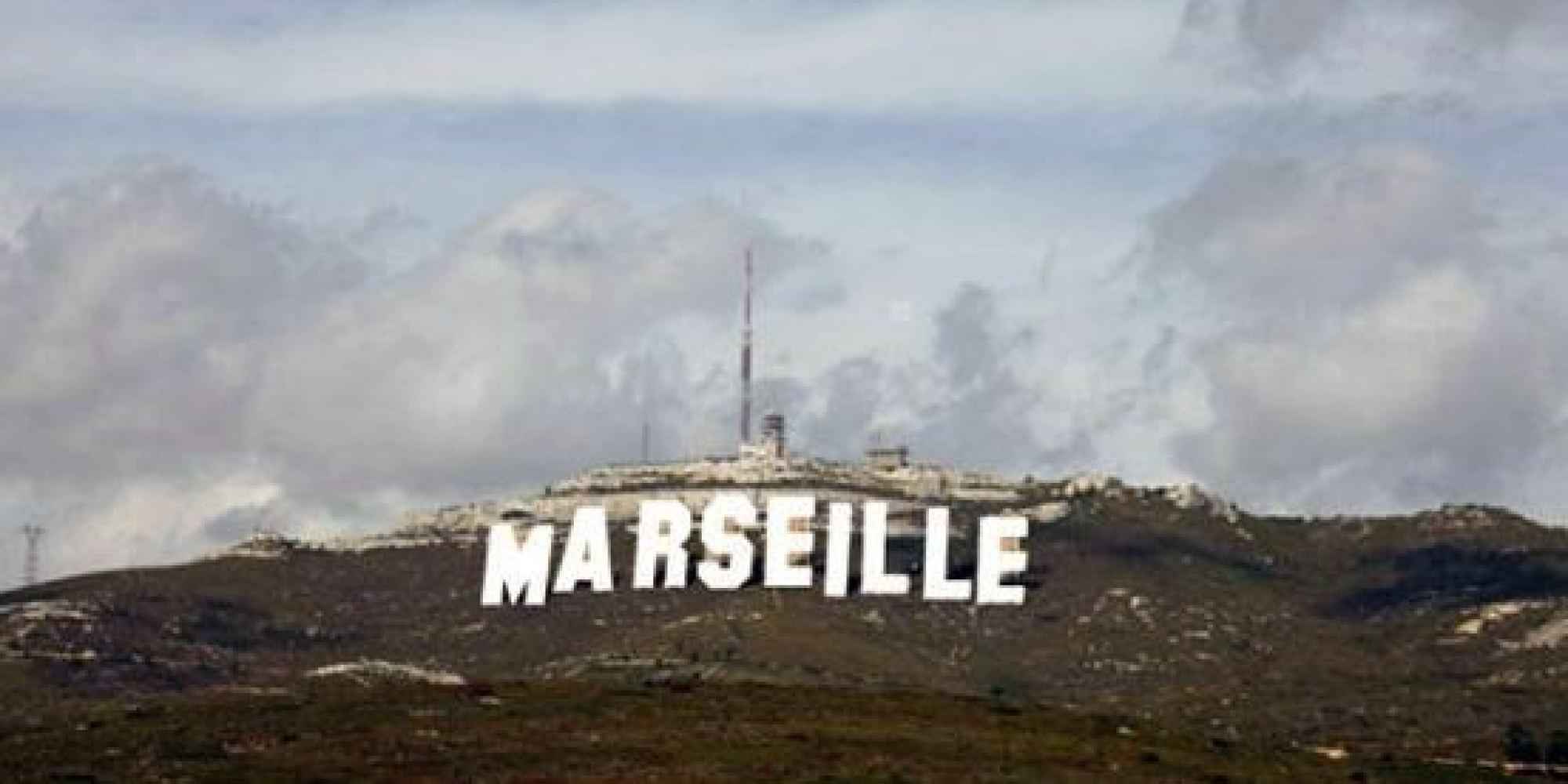Photos la ville de marseille fait la promo de sa s rie netflix avec des lettres g antes comme - La maison des fondues marseille ...