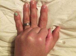 Son mari accepte de mettre du vernis à ongles... pour une très belle raison