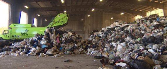 apr s le papier et le plastique le recyclage de vos vieux v tements. Black Bedroom Furniture Sets. Home Design Ideas