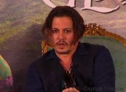 Johnny Depp a une dent contre les joyeux Australiens (VIDÉO)