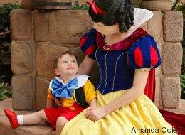 Cet adorable enfant autiste a pu jouer les princes charmants (VIDÉO)