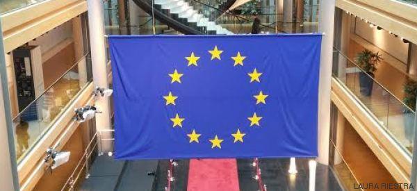 El Himno de la Alegría, banderas y buenos propósitos en el Día de Europa