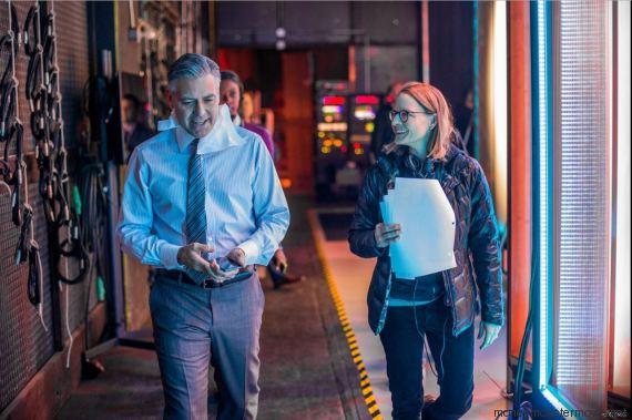 Cannes, il vestito tradisce Amal Clooney sul red carpet