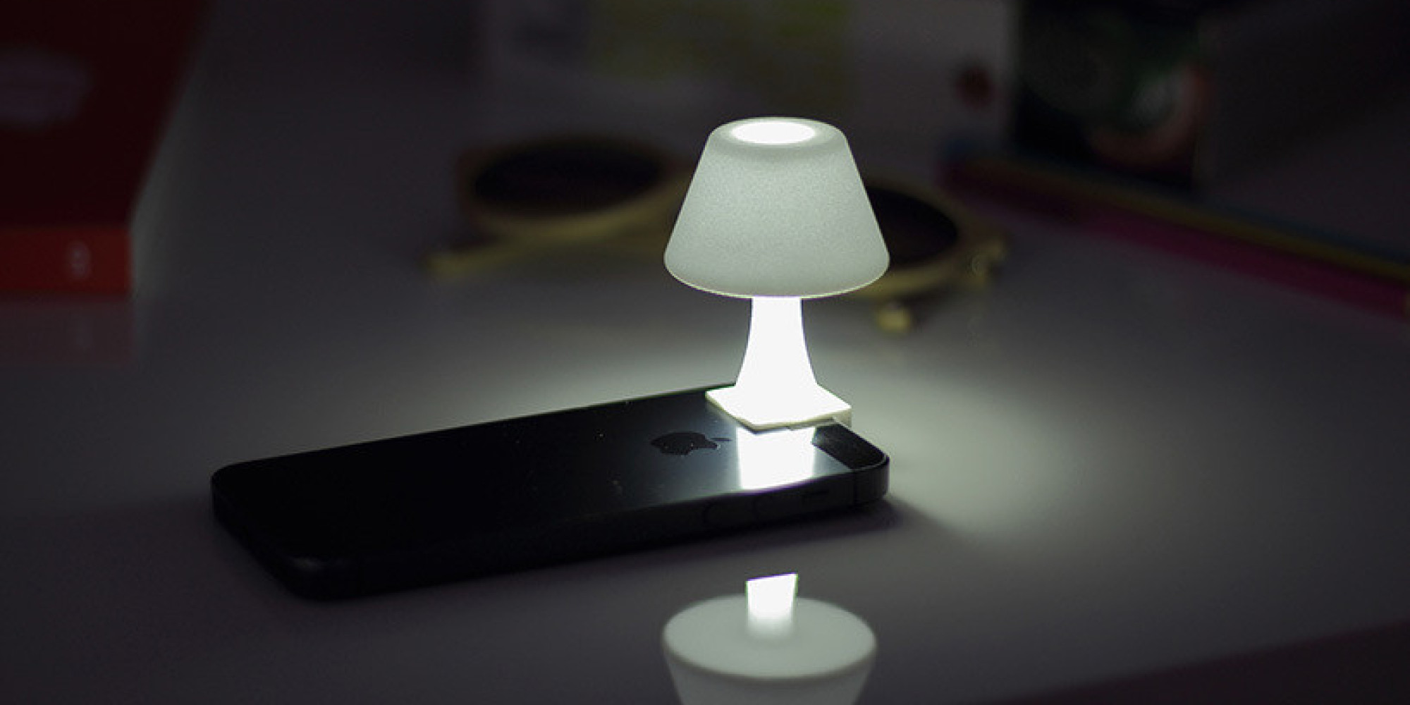 un abat jour pour transformer votre iphone en mini lampe de chevet. Black Bedroom Furniture Sets. Home Design Ideas