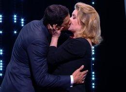 Catherine Deneuve a surpris tout le monde en embrassant Laurent Laffite