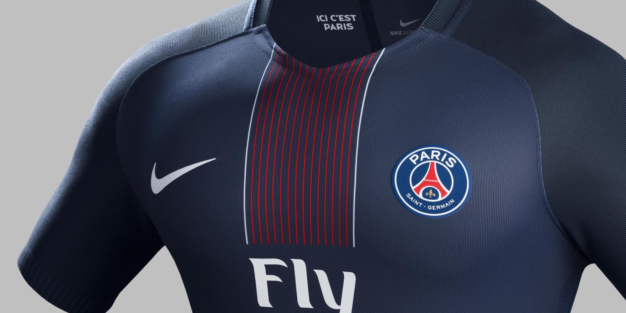 d couvrez le nouveau maillot du psg pour la saison prochaine que zlatan ibrahimovic ne portera pas. Black Bedroom Furniture Sets. Home Design Ideas