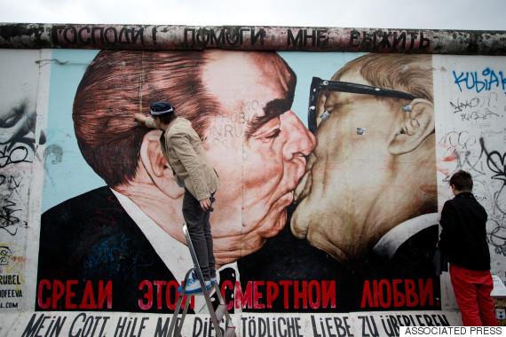 berlin fraternal kiss