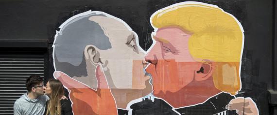 TRUMP PUTIN KISS