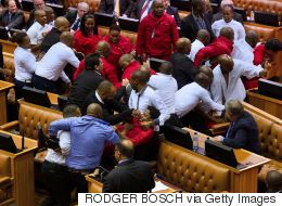 Une bagarre éclate au parlement sud-africain