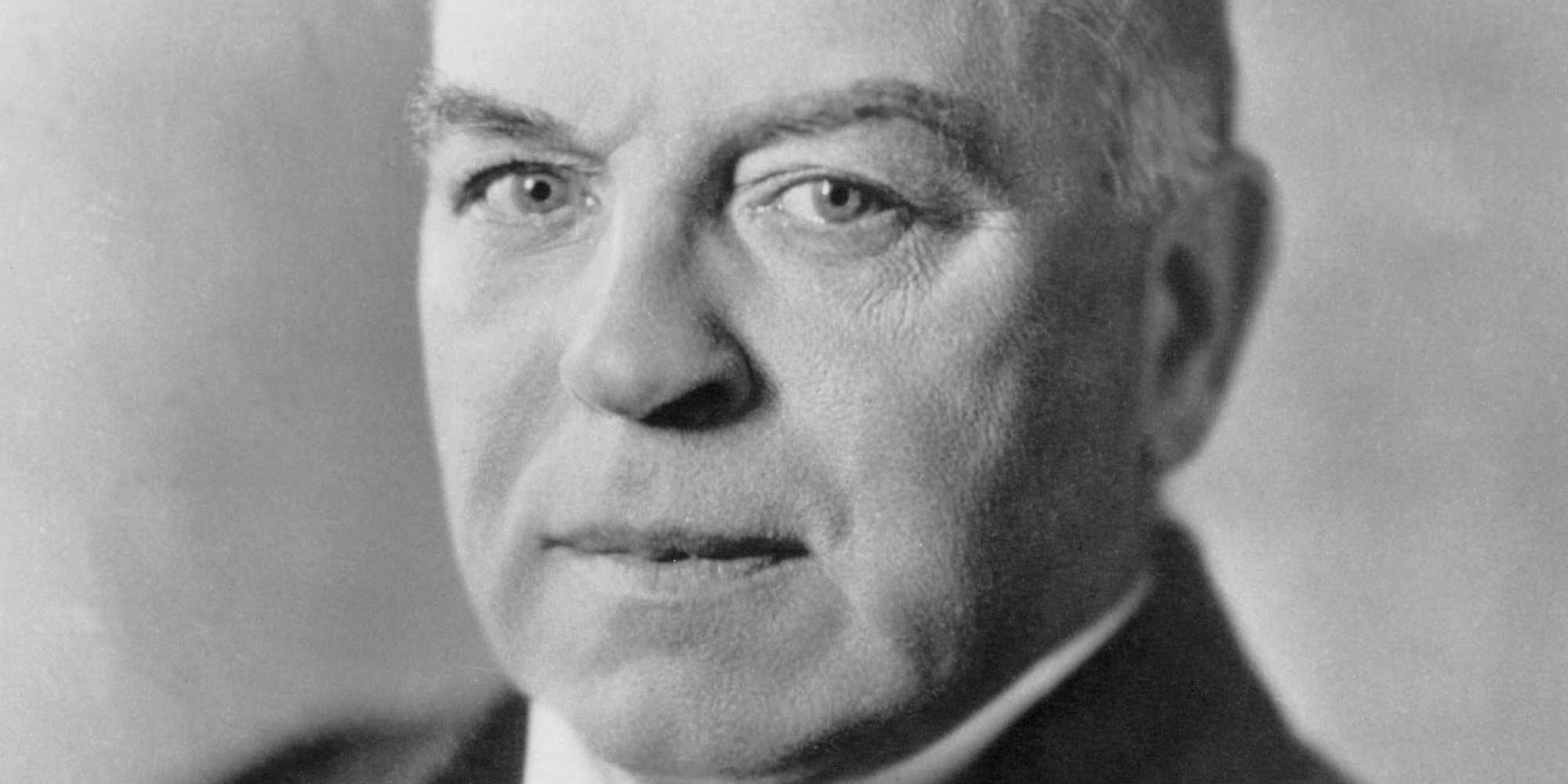 william lyon mackenzie king Early life king was born in berlin, ontario (now kitchener)a grandson of william lyon mackenzie, leader of the upper canada rebellion in 1837, king held five university degrees.