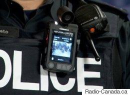 Des policiers montréalais munis de caméras corporelles