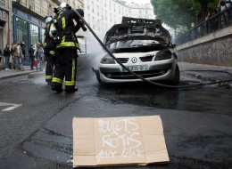 Ce que l'on sait des 5 personnes interpellées après l'incendie d'une voiture de police