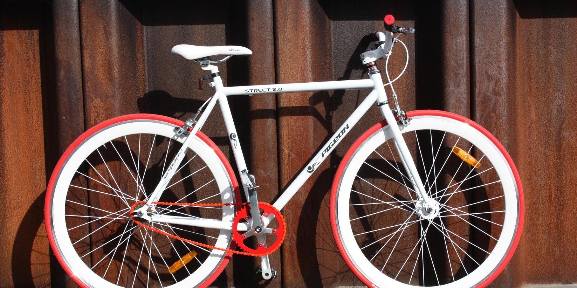 Trucos para que la bicicleta no sea un estorbo en la terraza for Como guardar la bici en un piso