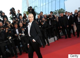 Festival de Cannes: Charlize Theron magnifique en tuxedo sur le tapis rouge (PHOTOS)