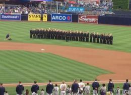 Une chorale gaie humiliée pendant qu'elle chante l'hymne américain (VIDÉO)