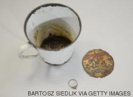 Un impresionante hallazgo en el fondo de una taza de Auschwitz