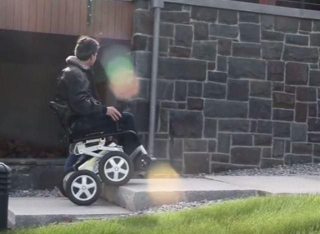 vid o ibot le fauteuil roulant qui monte les escaliers. Black Bedroom Furniture Sets. Home Design Ideas