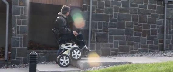 ibot le fauteuil roulant qui monte les escaliers est de. Black Bedroom Furniture Sets. Home Design Ideas
