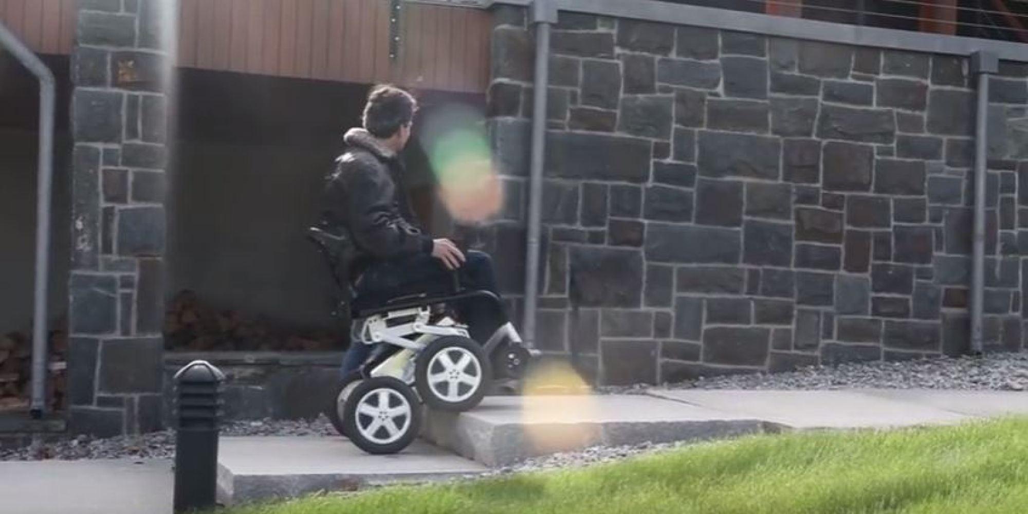 Vid o ibot le fauteuil roulant qui monte les escaliers for Chaise qui monte les escaliers