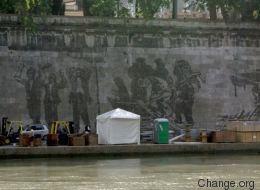 Paradossi capitali. Il murale di Kentridge oscurato dalle bancarelle dell'Estate romana