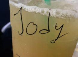 Une serveuse confond Helen Hunt et Jodie Foster dans un Starbucks