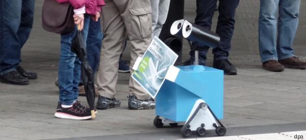 Roboter als kleiner Nichtraucher-Sheriff in Augsburg