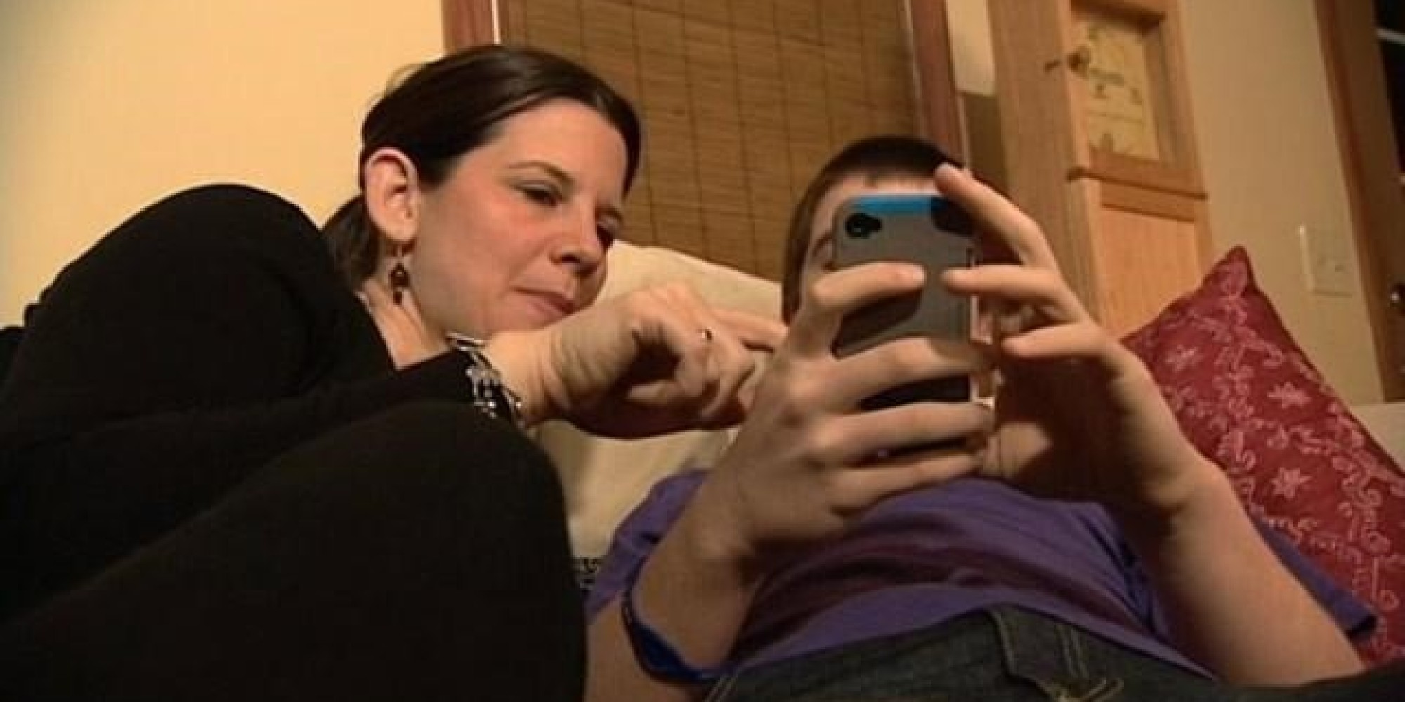 Сын трахает родную мать в жопу, Как сын трахает маму уникальное видео в качестве HD 4 фотография