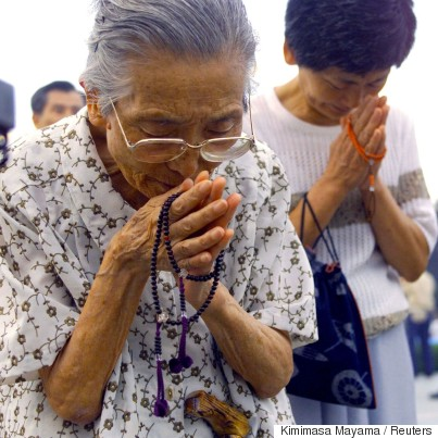 hiroshima survivors praying