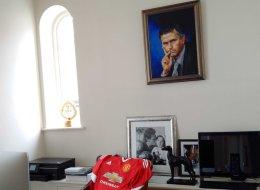 Mourinho a-t-il un portrait de lui-même dans son bureau?