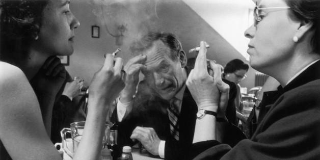 Αποτέλεσμα εικόνας για ολοι καπνιζουν στη ελλαδα