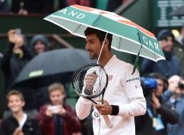 À Roland-Garros, un match interrompu au bout de 2h01... est-ce vraiment par hasard?