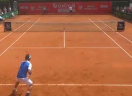 Ce joueur de tennis a osé se moquer des cris de son adversaire (et ça n'a pas plu à l'arbitre)
