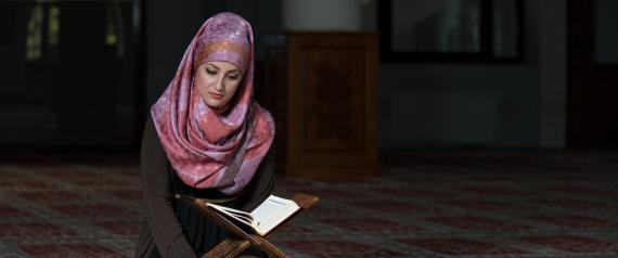MUSLIM WOMEN PRAY