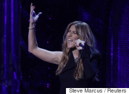 Revoyez la prestation de Céline Dion en direct de Paris
