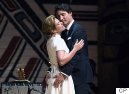 Sophie Gregoire Trudeau Steals The Show From PM At Press Gallery Dinner