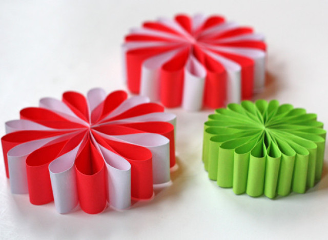 Craft of the day paper flower ornaments huffpost mightylinksfo Images