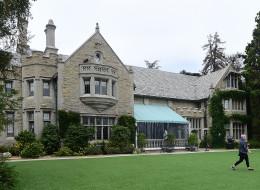 Le célèbre manoir Playboy a été acheté par le voisin