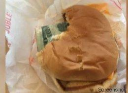 Er biss herzhaft in einen McDonald's-Burger - und machte eine fantastische Entdeckung