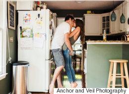 14 photos de fiançailles à la maison aussi douillettes que romantiques